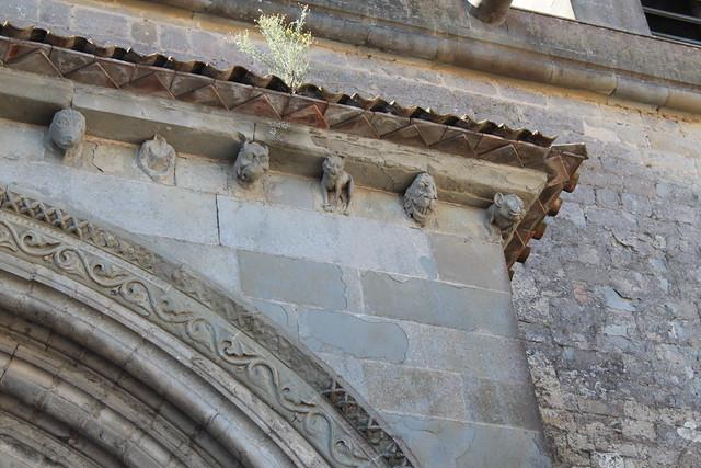 Têtes sculptées, Basilique Saint-Nazaire