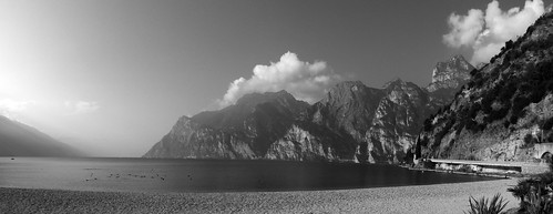 view of the lake from the beach of Arco