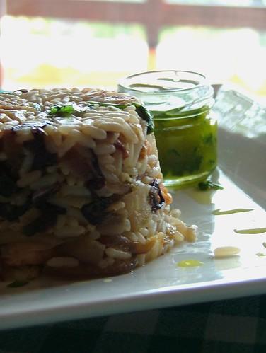 Tortino di riso, salmone e pera con vinaigrette al lime