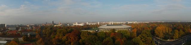 Panoramablick über den großen Garten