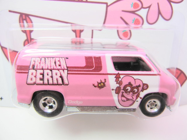 hot wheels nostalgia frankenberry custom 77 dodge van (2)