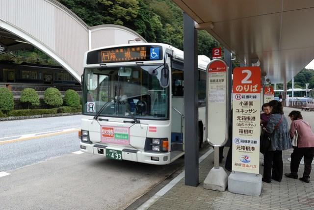這裡的巴士分兩種,一種是上山的,一種是去溫泉區的