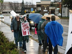 Unemployed Workers Rally at Rep. Duffy's Office