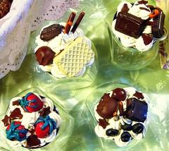 Vasetti con coperchi decorati con dolcetti in fimo