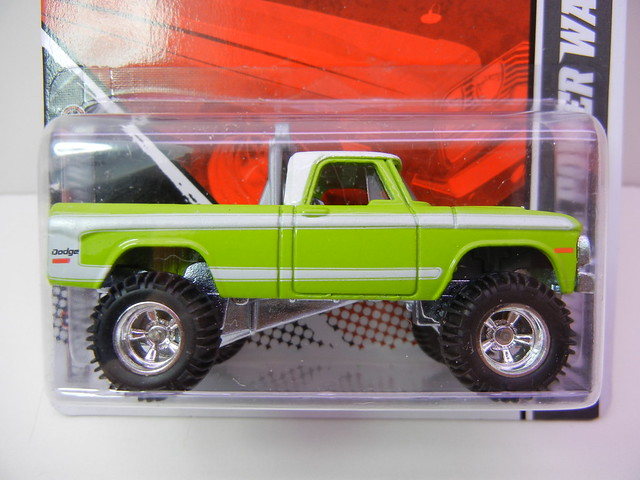 hot wheels garage '70 dodge power wagon green (2)