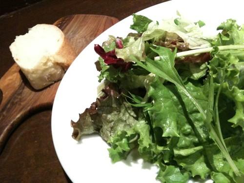 今日はパスタランチ。まずはサラダ。@Taverna GUSTAVINO 京橋