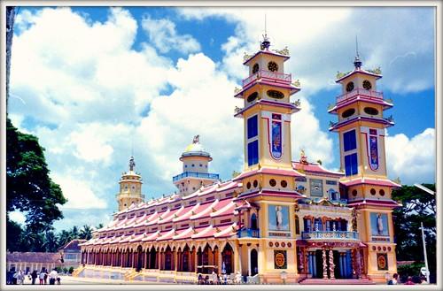 Cao Dai temple v2