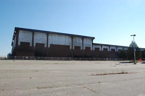 Cloverleaf Mall, Richmond, VA (abandoned since 2008) (2/6)