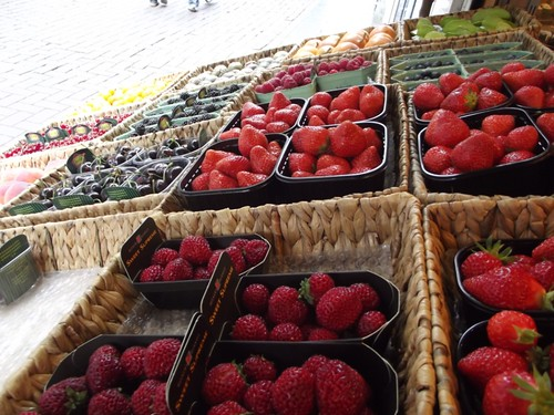 amsterdam fruit market - berries