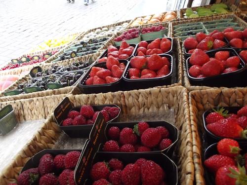 amsterdam fruit market - berries