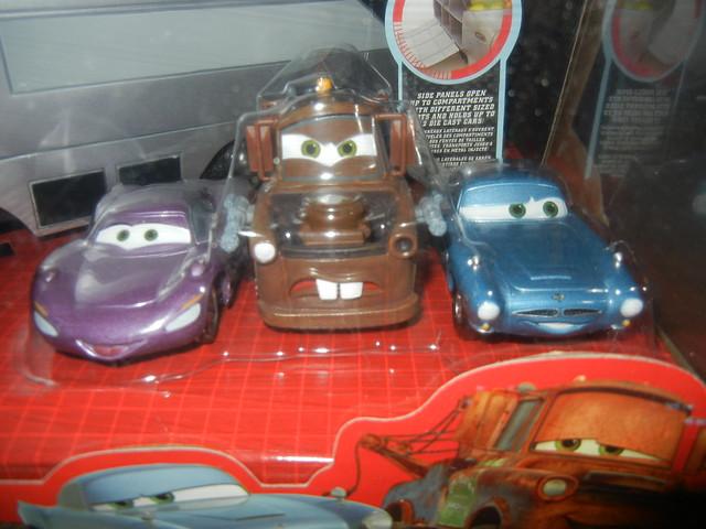 disney store cars 2 stephenson spy train carrying case (4)
