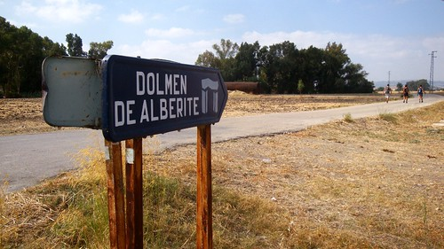 Señalización dolmen de Alberite