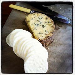 NZ blue cheese and crackers