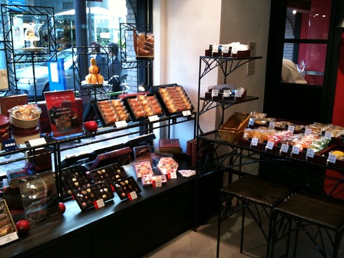 焼き菓子も1つから販売されています。@銀座コージーコーナー 銀座一丁目本店