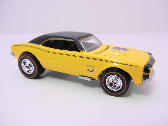 2011 HOT WHEELS GARAGE 30 CAR SET '67 CAMARO