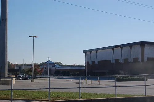 Cloverleaf Mall, Richmond, VA (abandoned since 2008) (1/6)