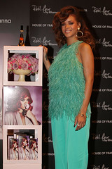 rihanna-fragrance-london-3