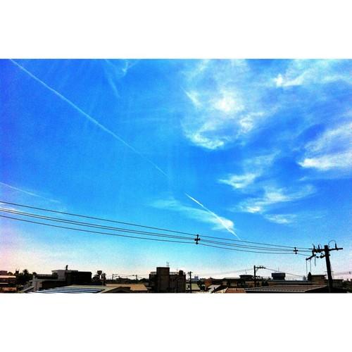 空と電信柱と飛行機雲  #iphonography #instagram