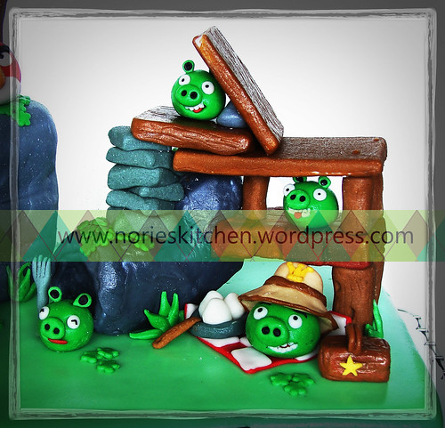 Norie's Kitchen - Angry Birds Cake - Summer Pignic