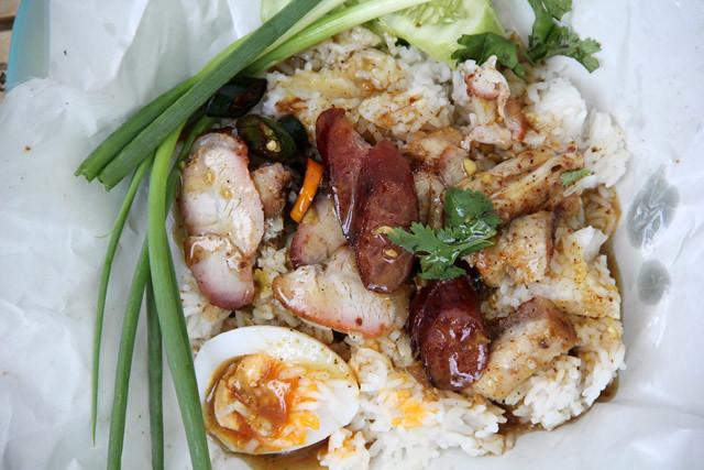 Khao Moo Daeng (ข้าวหมูแดง)