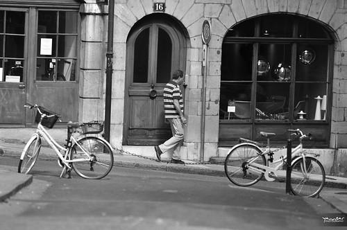 Passant Genevois by YannGarPhoto.wordpress.com