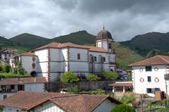 Vista general de la parroquia de la Asunción en Zugarramurdi