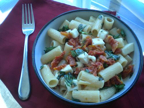 roasted garlic caprese pasta