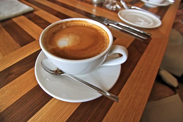 Café latte au restaurant Tides, Miami, État-Unis