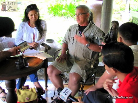MR. CESAR CRUZ, PHILTOA President in a media interview last August 15, 2011 at san Rafael Farm in Tacloban Leyte as part  FamTour. He is joined in the interview by PHILTOA PR officer Ms. Clang Garcia and Secretary General Ms. Emy C. Malate.