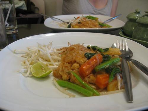 airport pad thai