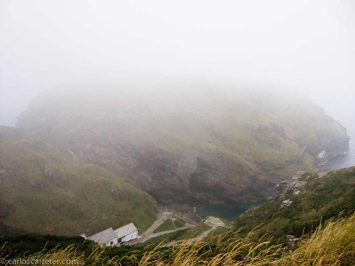 Tintagel (ruinas del castillo no visibles por la niebla)