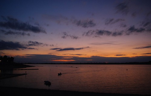 20110819-30_Small fishing boats coming in at sunset_Draycote Water by gary.hadden