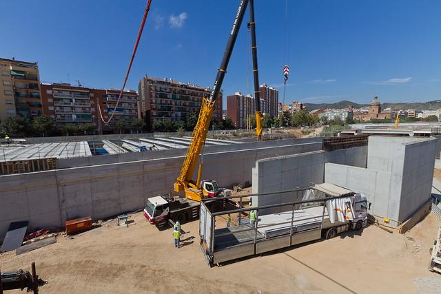 Triangle Ferroviari - Siguen colocando las grande vigas en Estadella - 15-09-11