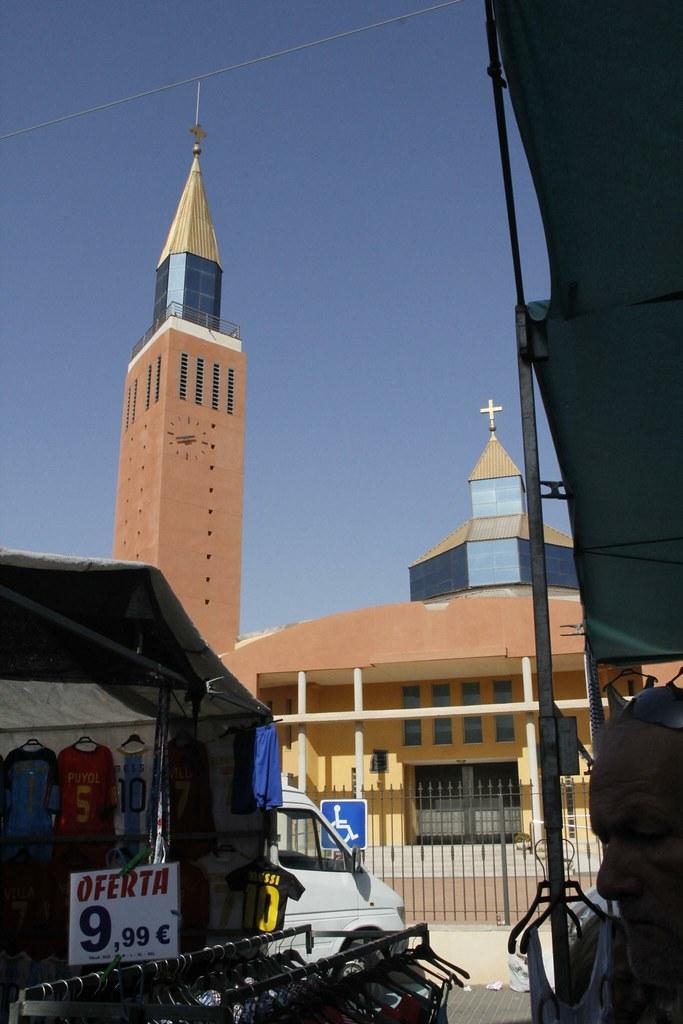 Iglesia y mercadillo en  San Pedro del Pinatar