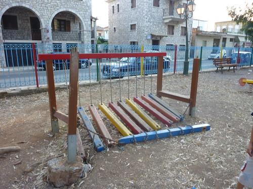 Άκρως επικίνδυνες «παιδικές χαρές» στον Δήμο Τριφυλίας
