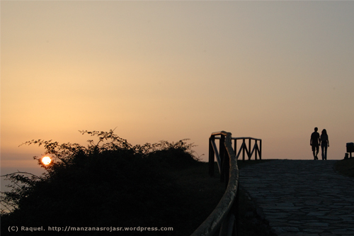 Caminando hacia la puesta de sol