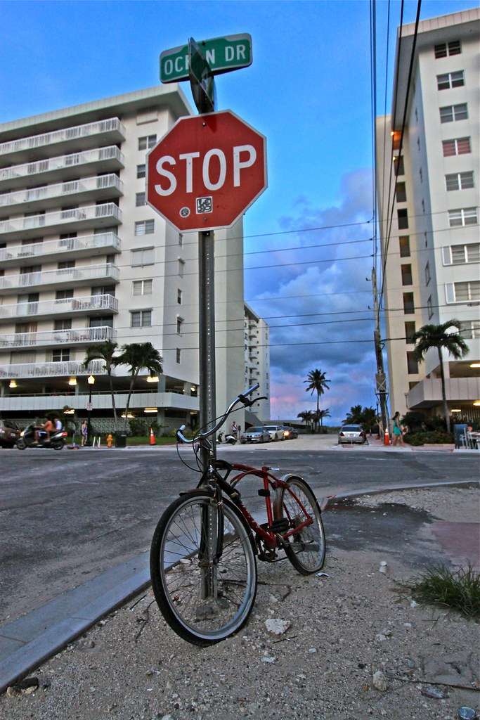 Bicyclette sur Ocean Drive, Miami, États-Unis