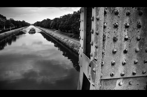 (241/365) Canal du Centre by albertopveiga