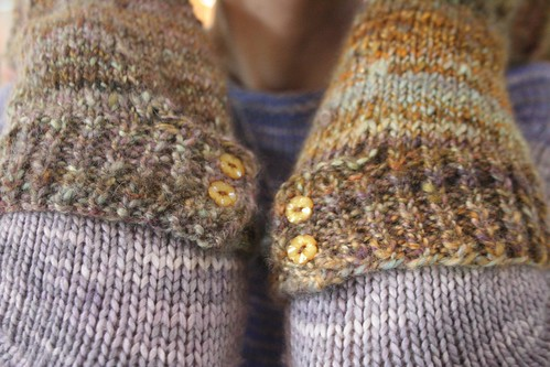 knitted :: handspun Albina Armwarmers