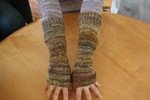 knitted :: handspun Albina Armwarmers