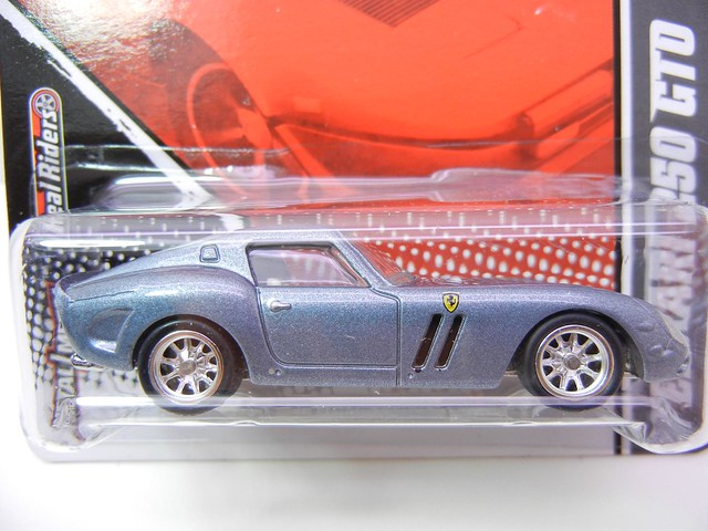 2011 HOT WHEELS GARAGE 30 CAR SET FERRARI 250 GTO (2)
