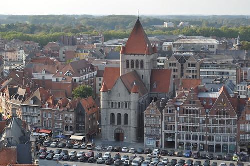 2011.09.25.204 TOURNAI - Beffroi - Église Saint-Quentin