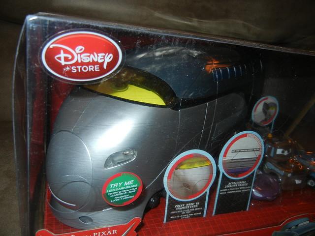 disney store cars 2 stephenson spy train carrying case (2)