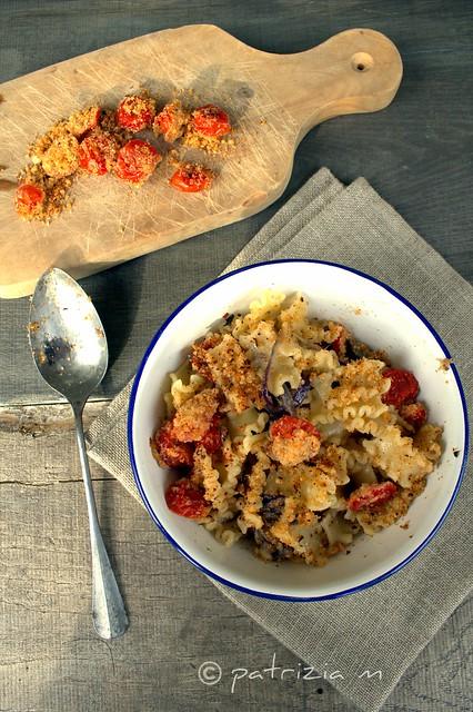 Piatto antico - pomodorini gratinati,acciughe,cipolle e pasta