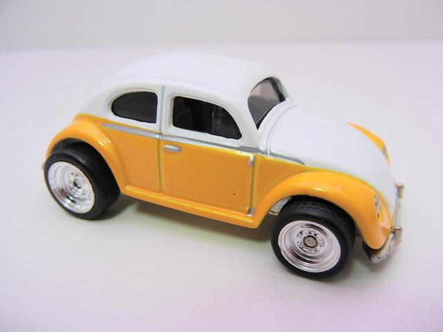 2011 HOT WHEELS GARAGE 30 CAR SET VOLKSWAGEN BEETLE