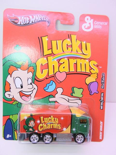 hot wheels nostalgia lucky charms hiway hauler (1)