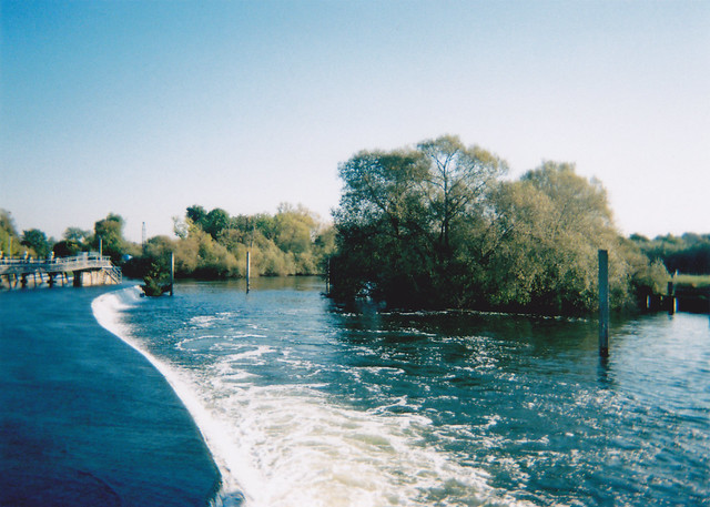 2011-10-02 Hambledon Lock 04