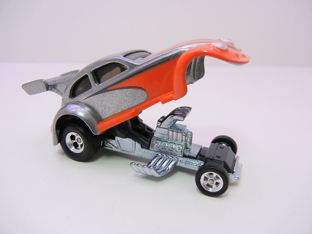 2011 HOT WHEELS GARAGE 30 CAR SET CUSTOM '56 VOLKKSWAGEN DRAG BEETLE (2)
