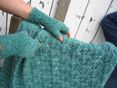 Fallberry mitts and Cradle Me blanket