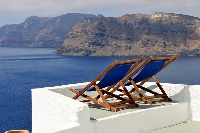 Chaises face à la mer, Santorin